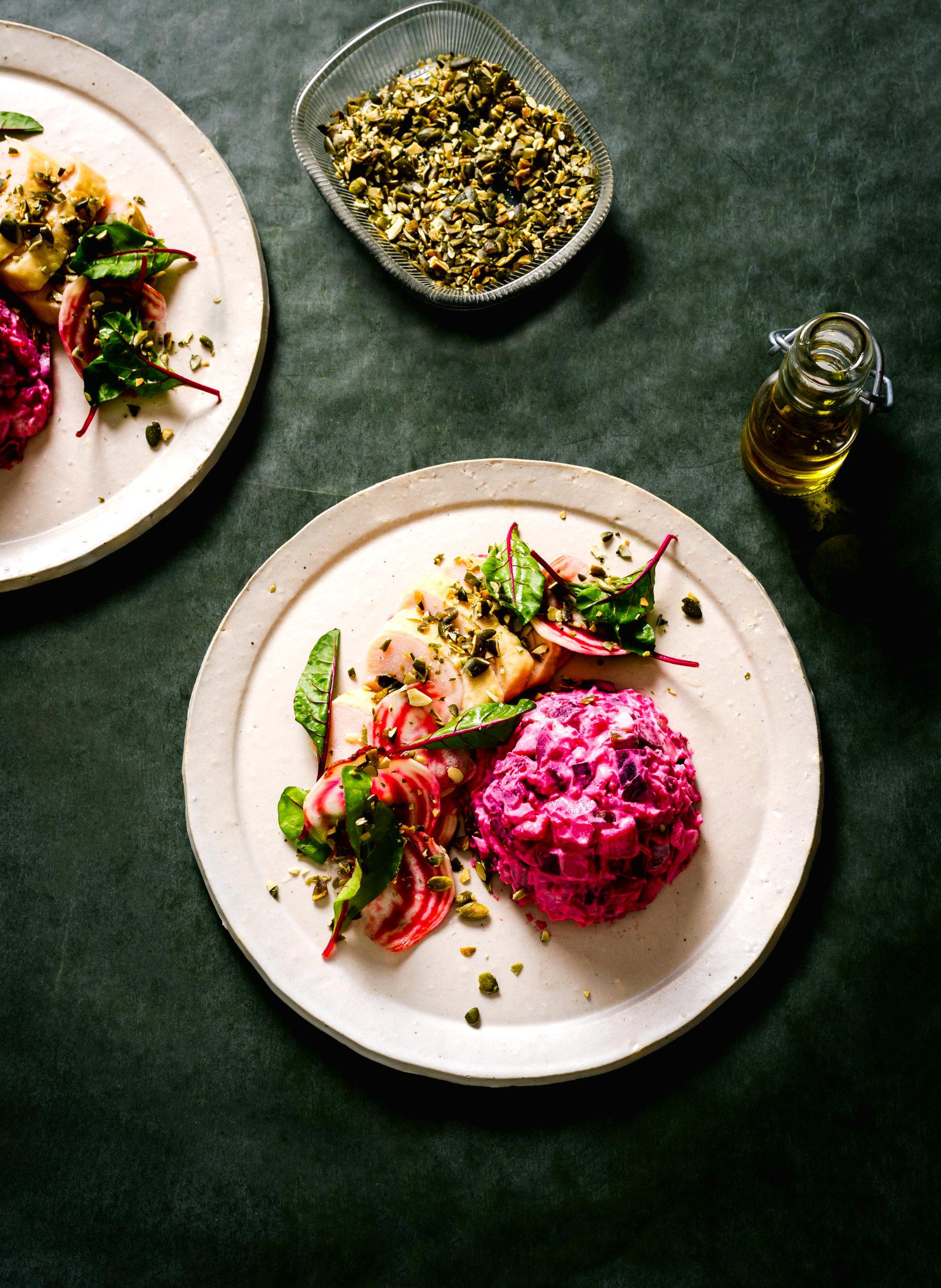 Rote Bete-Kartoffelsalat mit geräucherter Hühnerbrust